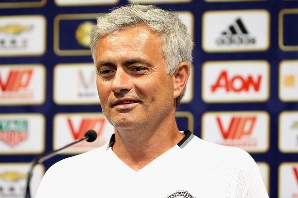 HLV Mourinho trong buổi họp báo tại Trung Quốc