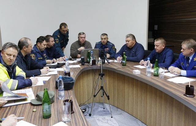 Giới chức Nga họp bàn về vụ tai nạn. (Ảnh: Tass)