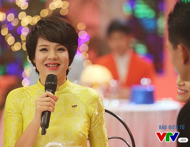 Nhắc tới những người đẹp VTV cá tính với mái tóc ngắn, nhiều khán giả cũng sẽ nhớ ngay tới nhà báo Diễm Quỳnh - Phó Trưởng Ban Thanh thiếu niên. Cô luôn được coi là một trong những gương mặt không tuổi của VTV. Một trong những điều góp phần cho diện mạo bất chấp thời gian của cô chính là nhờ mái tóc ngắn.