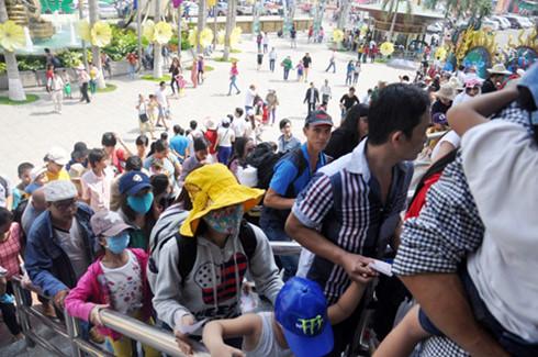 Du lịch của chúng ta thường có cao điểm và thấp điểm. Vào những dịp lễ, du khách đi chơi trong những khu quá đông đúc, gây nên nhiều sự bất ổn - MC Lê Anh cho biết.