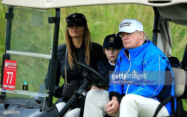 Tỷ phú Donald Trump, bà Melania Trump và cậu con trai chung 10 tuổi.