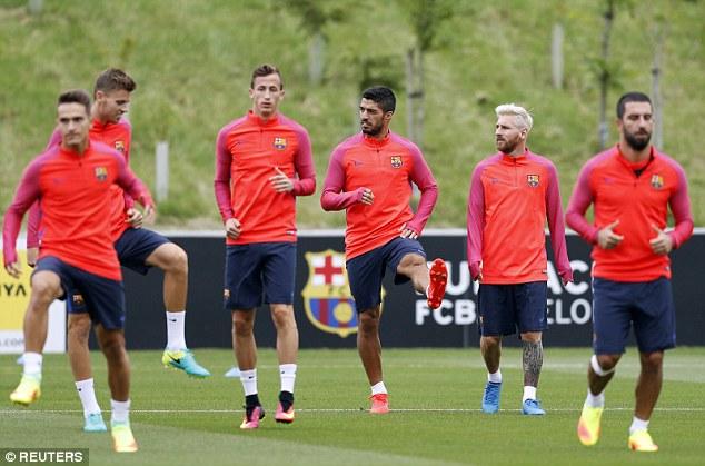 Messi với màu tóc lạ mắt đã cùng mặt luyện tập cùng các đồng đội. Ảnh: Reuters