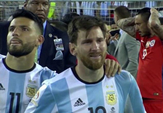Messi đã không kìm được nước mắt sau thất bại.
