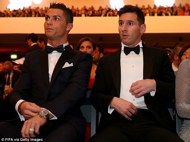 Dĩ nhiên, Ronaldo và Messi chẳng cao thượng tới mức đi bỏ phiếu bầu cho đối thủ của mình.