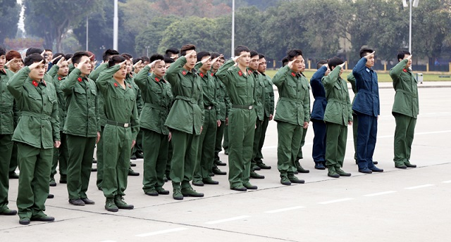 Hàng trăm thanh niên tiêu biểu của Thủ đô đã đến lăng viếng Bác trước khi nhập ngũ thực hiện nghĩa vụ của mình