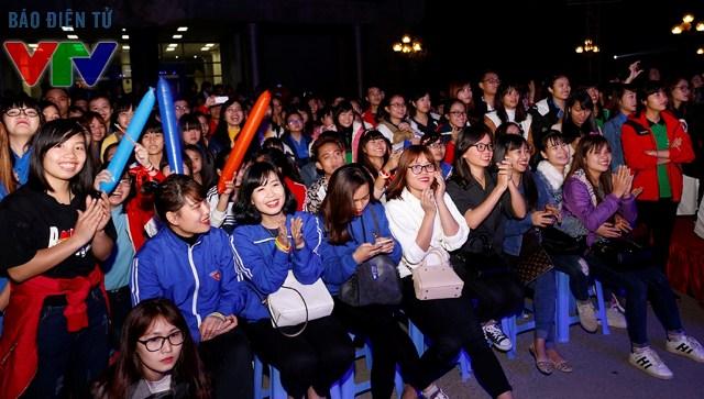Hàng ngàn bạn trẻ đến tham gia chương trình Điểm hẹn thanh niên