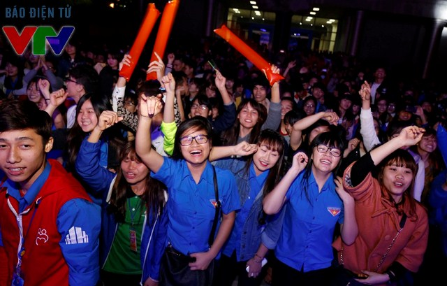 Các bạn trẻ ủng hộ và tham gia rất nhiệt tình khiến sự kiện trở nên vô cùng sôi động và hào hứng