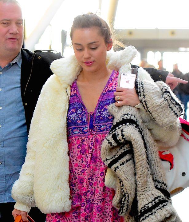 Chiếc nhẫn đính hôn Liam trao cho Miley năm 2012. (Ảnh: Splash)