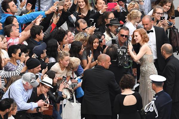 Nữ diễn viên Jessica Chastain gây chú ý trong buổi công chiếu phim Money Monster.
