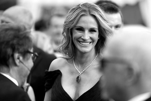 Người đàn bà đẹp Julia Roberts với nụ cười đã trở thành thương hiệu. Bộ phim Money Monster cô tham gia đã được ra mắt tại Cannes trong ngày 12/5 (giờ địa phương).