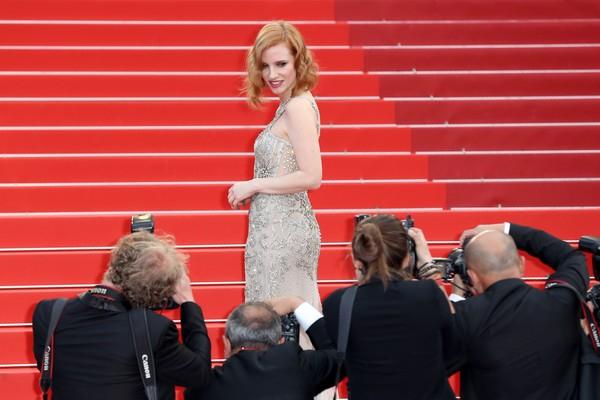 Jessica Chastain tạo dáng trước ống kính của các nhiếp ảnh gia.