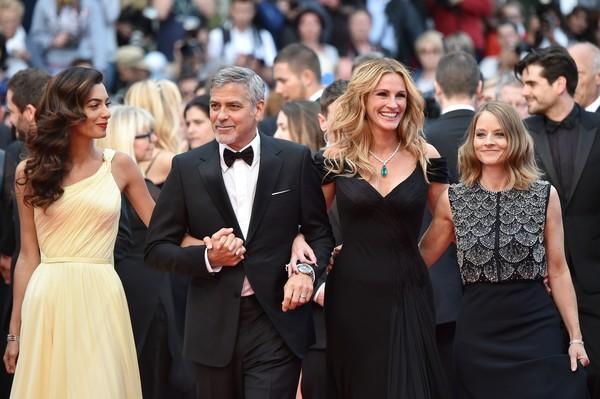 Amal, George, diễn viên Julia Roberts và đạo diễn Jodie Foster.