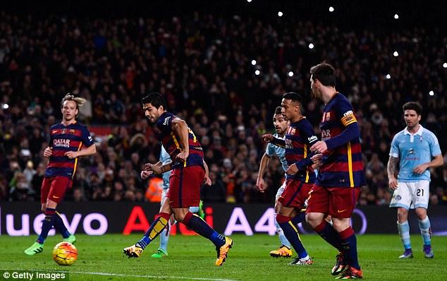 Đúng là Neymar băng vào chậm hơn Suarez một nhịp sau tình huống Messi đá penalty.