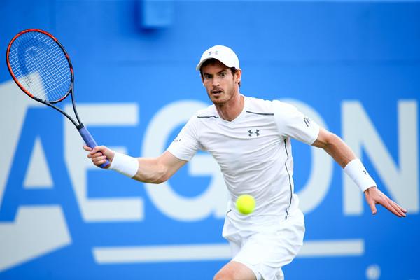 Andy Murray đang gặp khá nhiều vất vả trên con đường bảo vệ chức vô địch