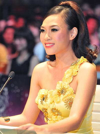 Làm giám khảo Sao Mai điểm hẹn 2010, Vietnam Idol năm 2012, 2013, Mỹ Tâm biến hóa mình với nhiều kiểu tóc dài sành điệu khác nhau.