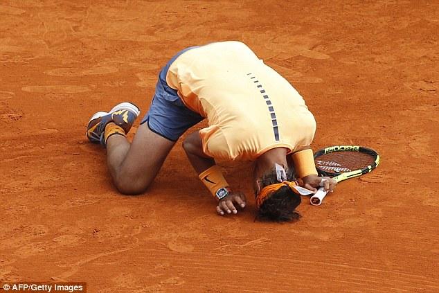 Thắng 6-0 ở set 3, Nadal hạ Monfils sau gần 3 giờ thi đấu.
