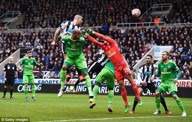 Newcastle tuy còn hi vọng trụ hạng nhưng khá mong manh.