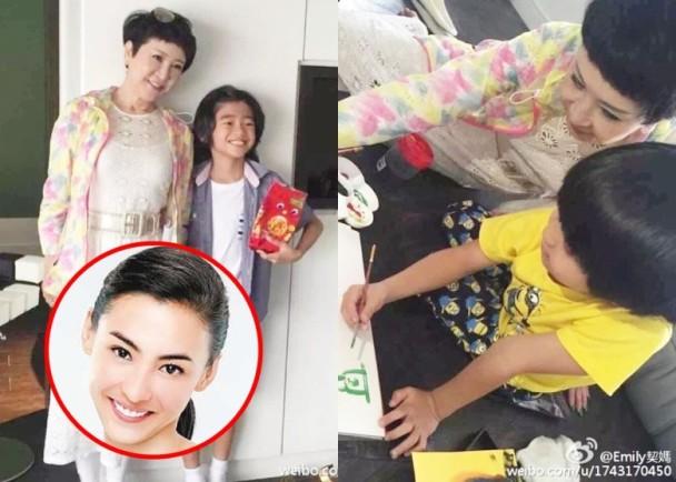 Bức ảnh bà Địch Ba Lạp trong ngày sinh nhật của con trai út Tạ Đình Phong được quản lý của Trương Bá Chi chia sẻ trên trang mạng xã hội Weibo.