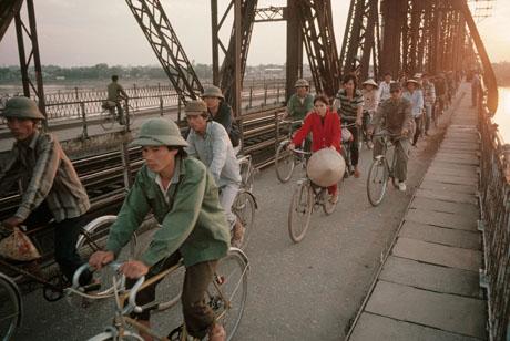 Hà Nội, 1989: Trở về nhà sau một ngày lao động