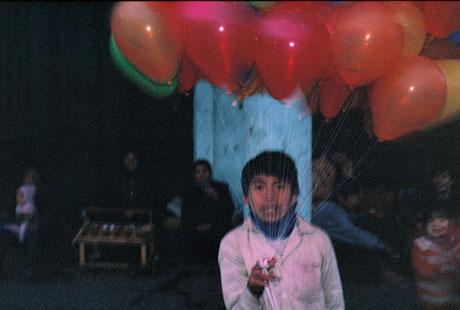 Hà Nội, 1989: Cậu bé đi bán bóng bay