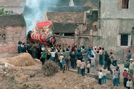 Hà Nội, 1989: Lễ hội ngày Tết ở một làng nhỏ ven đô