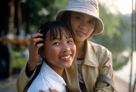 Hà Nội, 2004: Hai chị em
