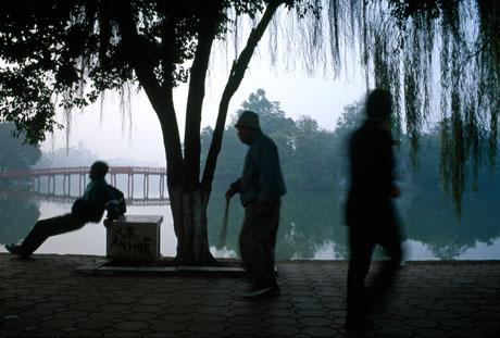 Sáng sớm Hồ Gươm, 2004