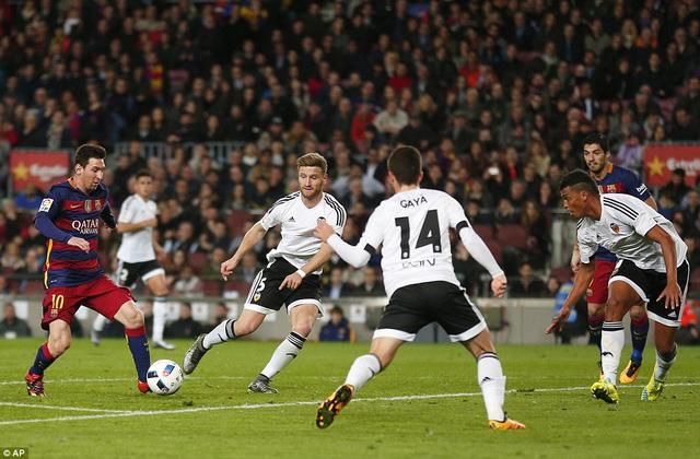 Messi cùng các đồng đội đã vùi dập Valencia với tỷ số 7-0 ở lượt đi