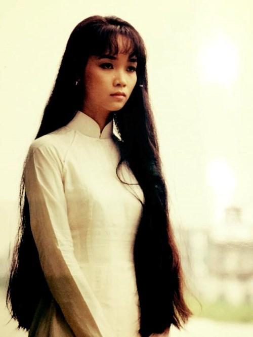Hình ảnh Mai Thu Huyền năm 1995, lúc cô tròn 16 tuổi và bắt đầu bước vào sự nghiệp diễn xuất.