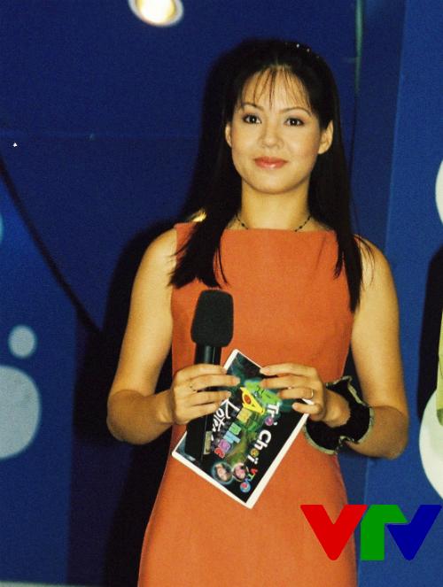 Hình ảnh BTV Diễm Quỳnh trẻ trung khi mới bắt đầu làm công việc dẫn chương trình.