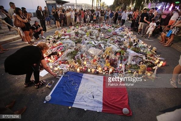 Nước Pháp bao trùm bởi không khí đau thương sau vụ tấn công tại Nice.