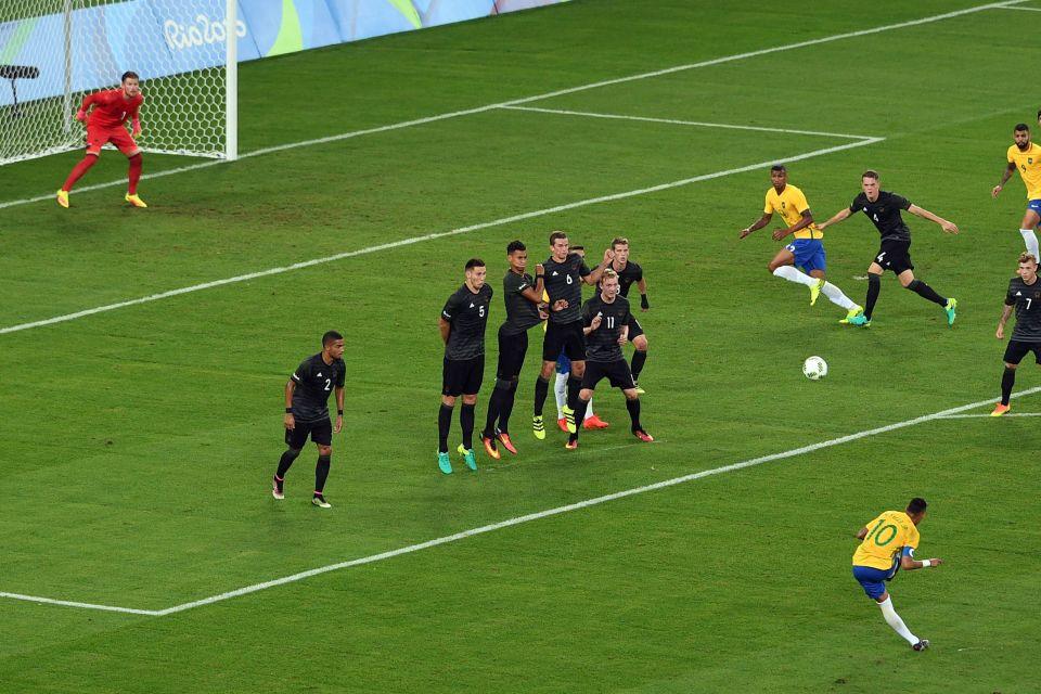 Đây là trận đấu mà Neymar đã chứng tỏ tài năng của mình với cú sút phạt đẳng cấp ở phút 27