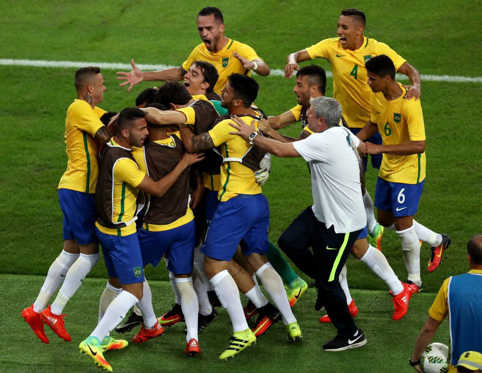 Niềm vui vỡ òa của cầu thủ và BHL ĐT Olympic Brazil
