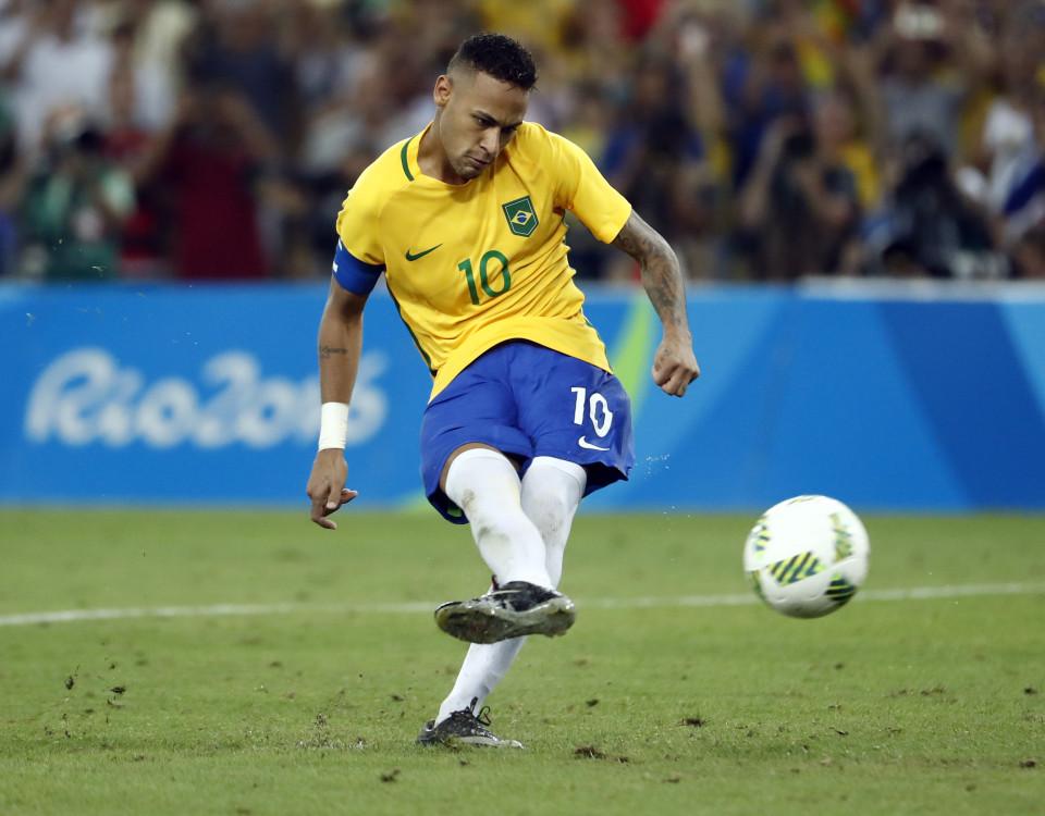 Sau khi Nils Petersen sút không thành công, Neymar bước lên thực hiện quả 11m cuối cùng và không mắc sai lầm nào để đưa đội chủ nhà tới tấm HCV