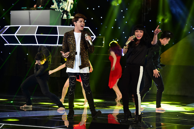 Travis Nguyễn chứng tỏ tài năng biến hóa, mix, match những món đồ thời trang khi một tay gây dựng hình ảnh cho 2 thí sinh trong The Remix - Hòa âm ánh sáng 2016 là Noo Phước Thịnh và Ngô Kiến Huy.