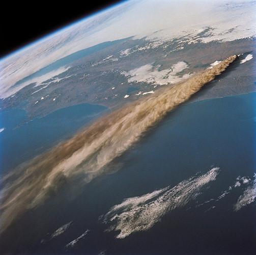 Hình ảnh chụp từ vệ tinh núi lửa Klyuchevskaya Sopka - hoạt động núi lửa lớn nhất lục địa Âu Á