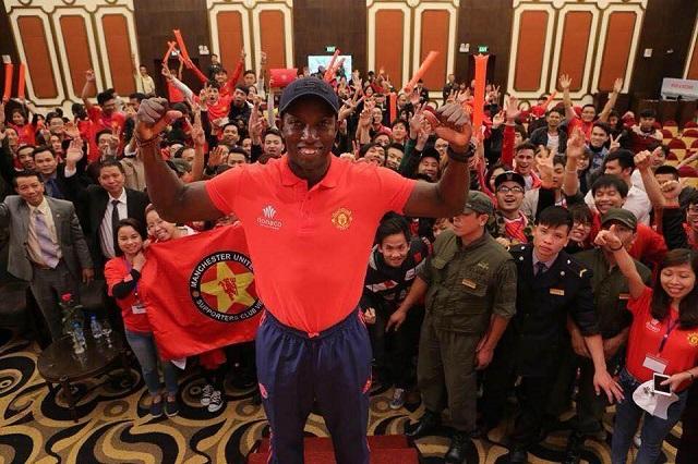Cựu danh thủ Dwight Yorke của Man Utd từng tham gia một buổi offline cùng các fan hâm mộ CLB tại Việt Nam