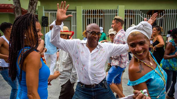 Người dân Cuba thể hiện sự phấn khởi và kỳ vọng trước chuyến thăm của Tổng thống Mỹ. (Ảnh: cbc.ca)
