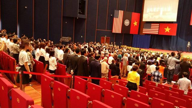 Lễ chào cờ tại Trung tâm hội nghị quốc gia trước khi Tổng thống Obama phát biểu. Ảnh VTV News