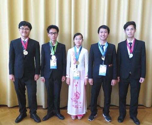 Các thí sinh đội tuyển quốc gia Việt Nam đều đoạt huy chương trong cuộc thi Olympic Vật lý quốc tế năm 2016.