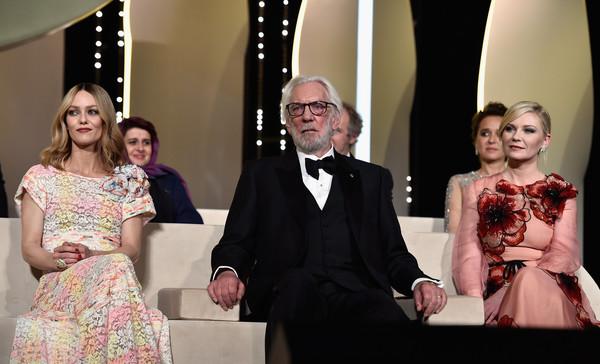 3 thành viên của BGK 2016: Nữ diễn viên người Pháp Vanessa Paradis, diễn viên Donald Sutherland và Kirsten Dunt.