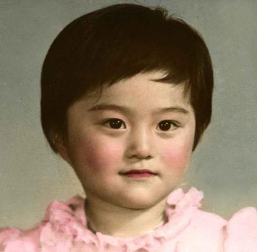 Phạm Băng Băng sinh ngày 16/9/1981 tại Sơn Đông, Trung Quốc. Ngay từ nhỏ, cô đã sở hữu nhiều nét đáng yêu với làn da trắng, đôi mắt to tròn, nụ cười chúm chím xinh xắn.