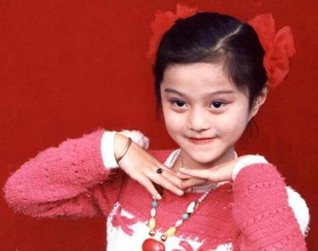 Phạm Băng Băng sinh ra trong một gia đình có truyền thống nghệ thuật. Cha cô vốn làm ca sĩ trong đoàn văn công hàng không hải quân, sau đó chuyển nghề về địa phương nhưng vẫn tiếp tục tham gia văn nghệ.