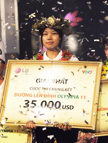 Khoảnh khắc đăng quang của Phạm Thị Ngọc Oanh