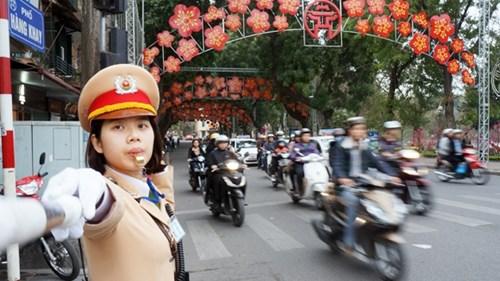 CSGT Hà Nội được tăng cường phân luồng, hướng dẫn phương tiện, đảm bảo tuyệt đối ANTT, ATGT phục vụ Đại hội Đảng toàn quốc lần thứ XII