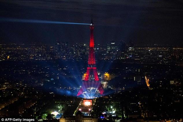 Nhưng lúc này, Pháp đã sẵn sàng cho ngày hội bóng đá lớn.