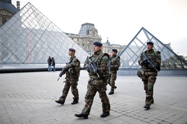 Pháp tăng cường an ninh tại các điểm du lịch - Ảnh 1.