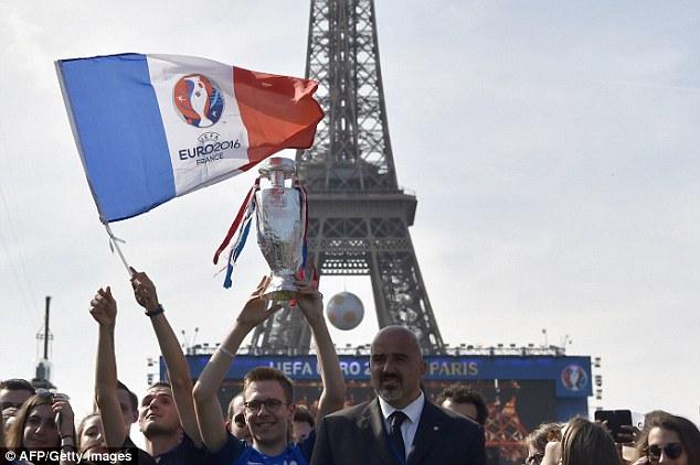 Các CĐV đang đếm ngược để được tận hưởng bầu không khí lễ hội tại EURO 2016.