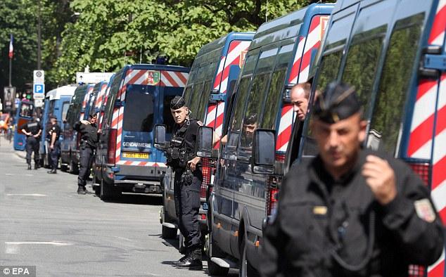 Lực lượng cảnh sát Pháp được huy động tối đa phục vụ an ninh dịp EURO 2016.