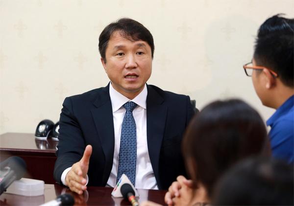Ông Hwangbo Kwan – Giám đốc kỹ thuật (GĐKT) LĐBĐ Hàn Quốc